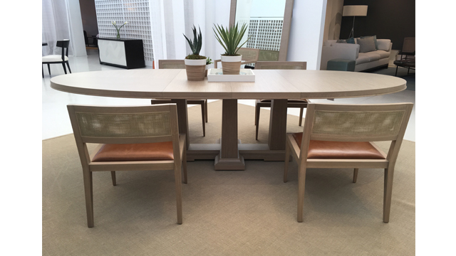 Domicile Pier oval dining table