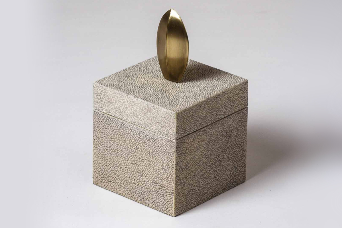 TALL SQUARE BOX IN ANTIQUE NATURAL SHAGREEN